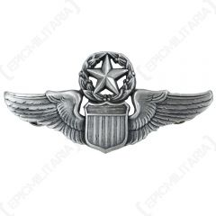 Front of silver coloured US Commanding Pilot Wings pin badge